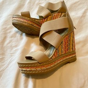 Charles David wedge platform sandals multi color